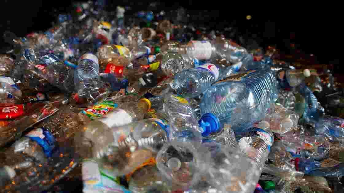 """Recyclage du plastique: la France """"a beaucoup de progrès à faire"""""""
