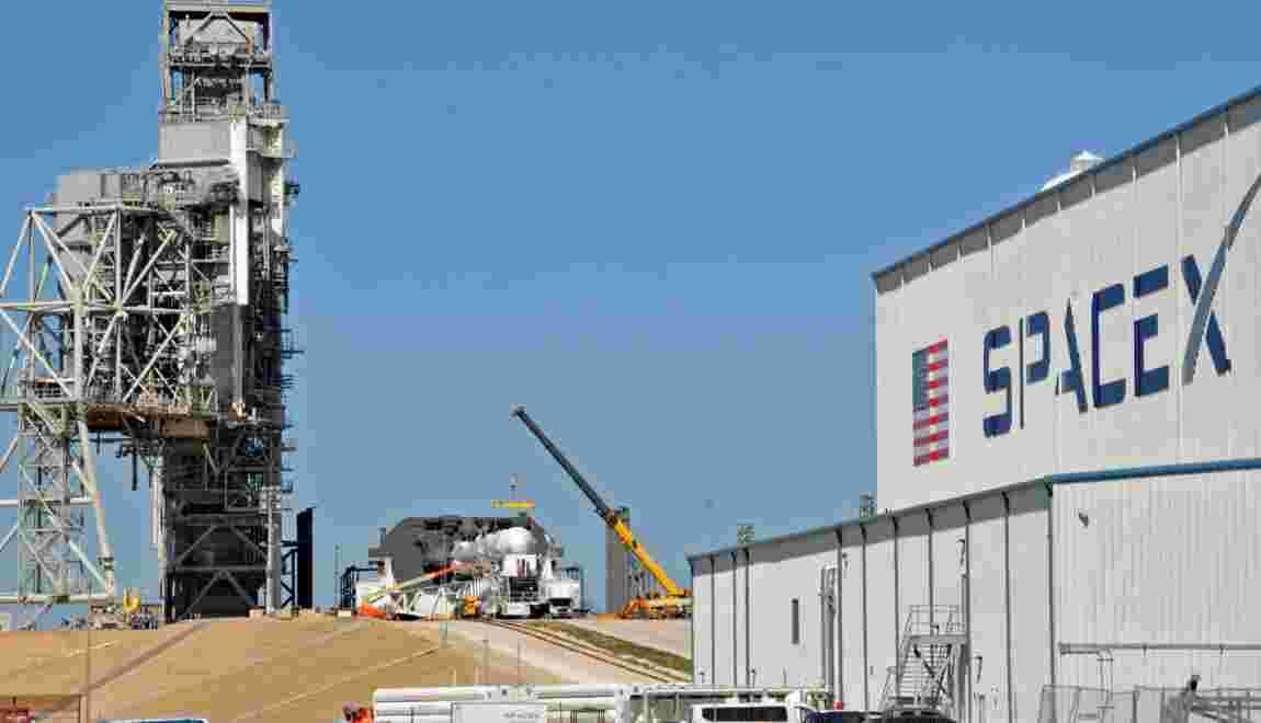 SpaceX va lancer deux touristes autour de la Lune fin 2018