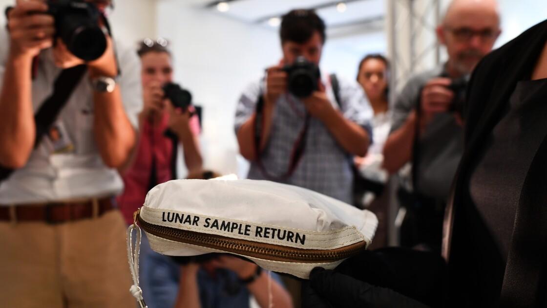 A vendre: sachet d'Apollo 11 ayant contenu des bouts de lune