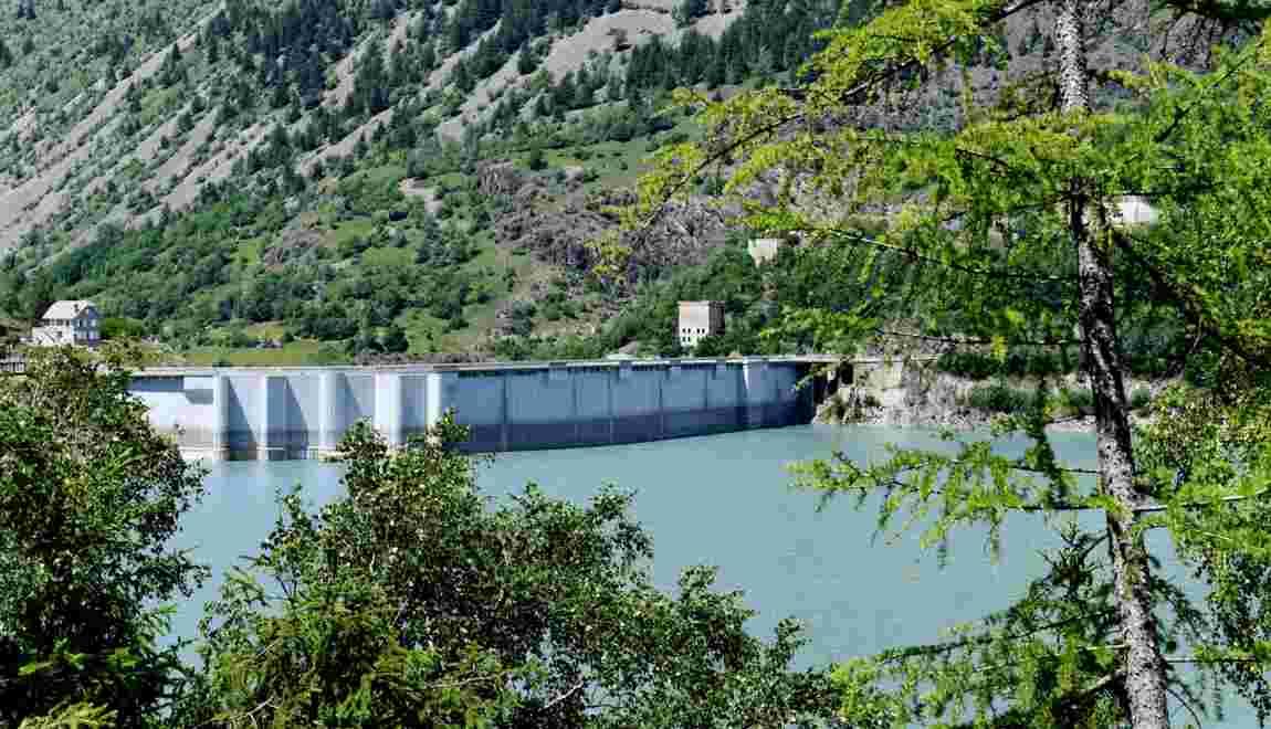 Isère: une chaîne humaine contre la privatisation des barrages hydroélectriques