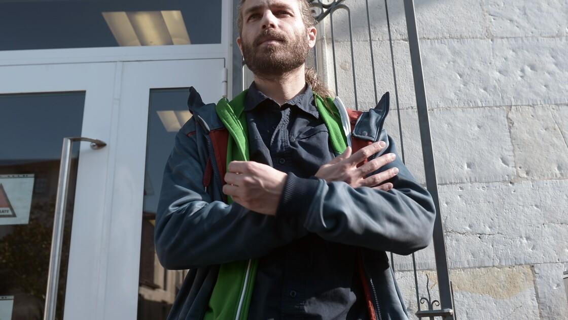 """Landes: Jon Palais, le """"faucheur de chaises"""" anti-évasion fiscale, relaxé"""