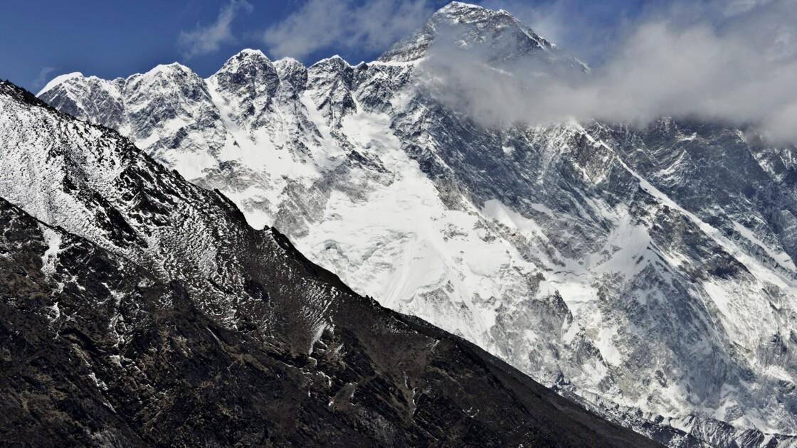 Le Népal va vérifier l'altitude de l'Everest, deux ans après un séisme
