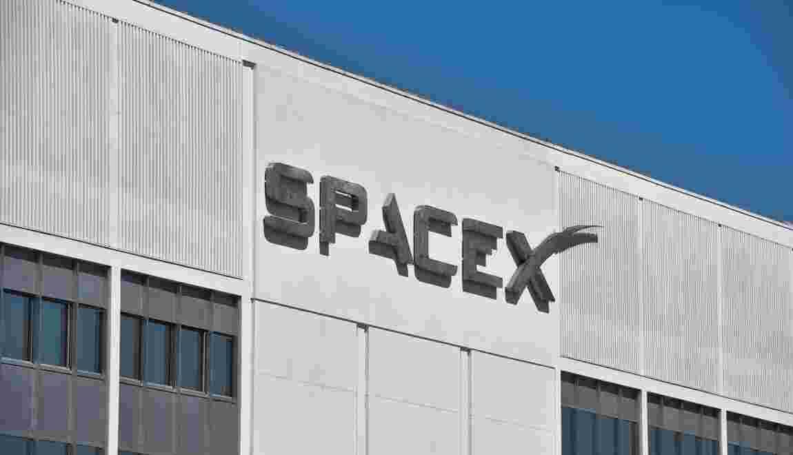 """SpaceX annonce un premier """"client privé"""" pour un voyage autour de la Lune"""