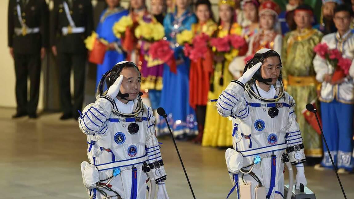 Rendez-vous réussi dans l'espace pour les astronautes chinois