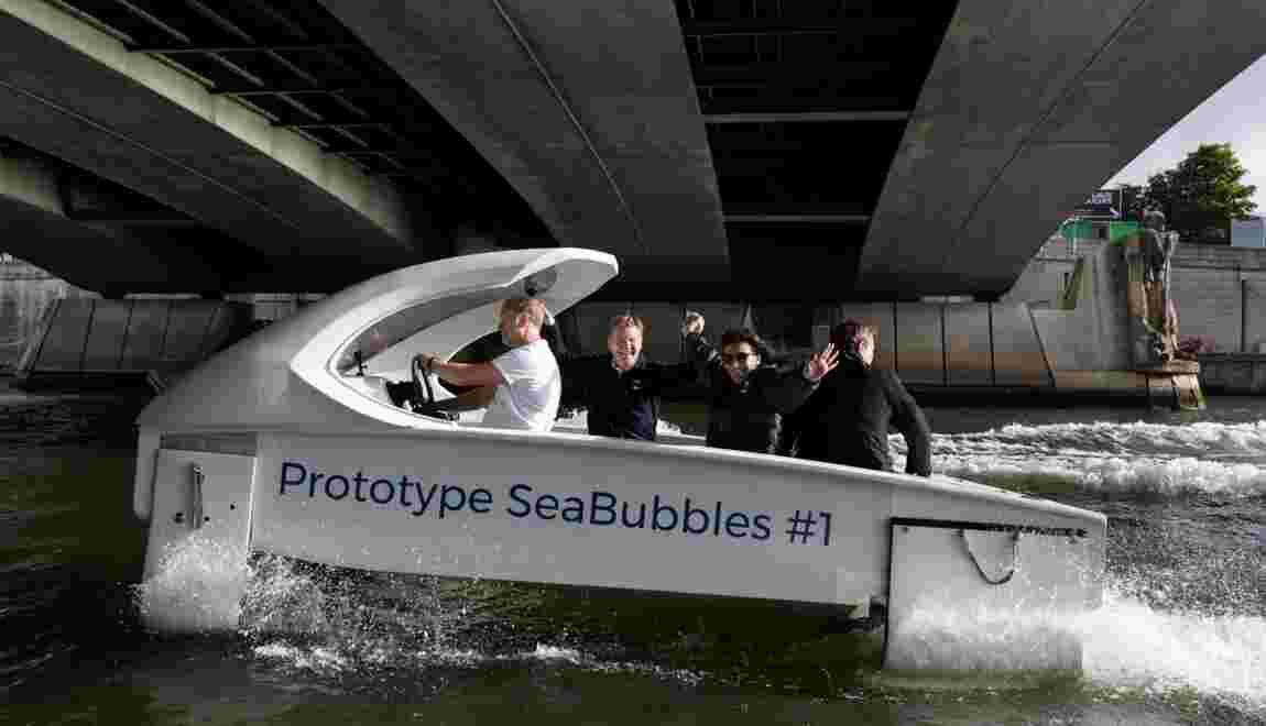 """""""Zéro bruit, zéro vague, zéro émission"""": un Sea Bubbles a """"volé"""" sur la Seine"""