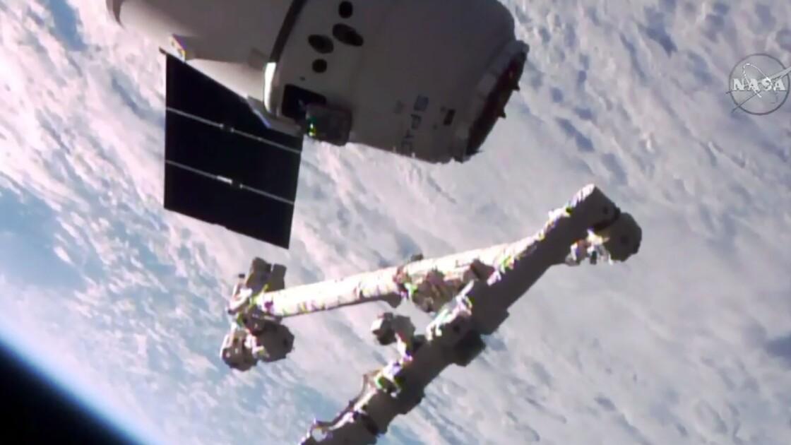 """La capsule """"recyclée"""" Dragon de la société SpaceX arrivée à l'ISS"""