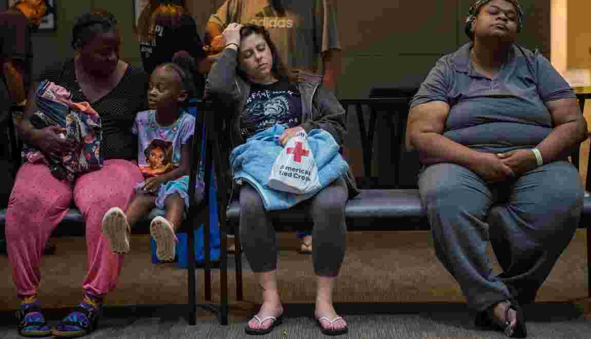 Les naufragés de l'ouragan Florence prennent leur mal en patience