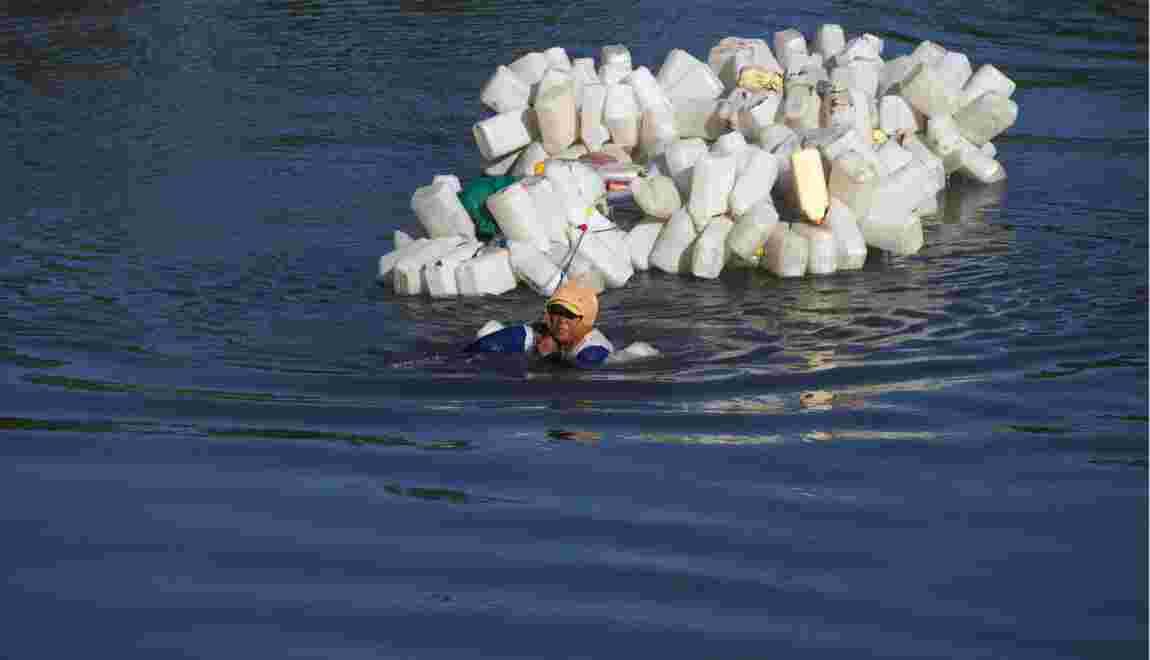 Indonésie: elles nagent à contre-courant pour de l'eau potable