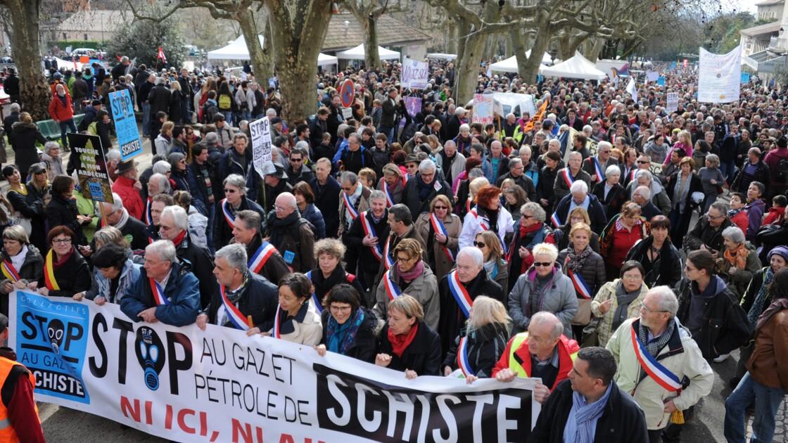 Les députés interdisent en commission les gaz de schiste