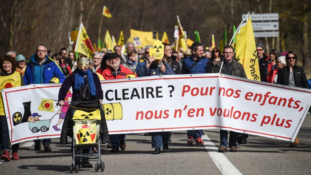 Des centaines de militants anti-nucléaires manifestent à Fessenheim