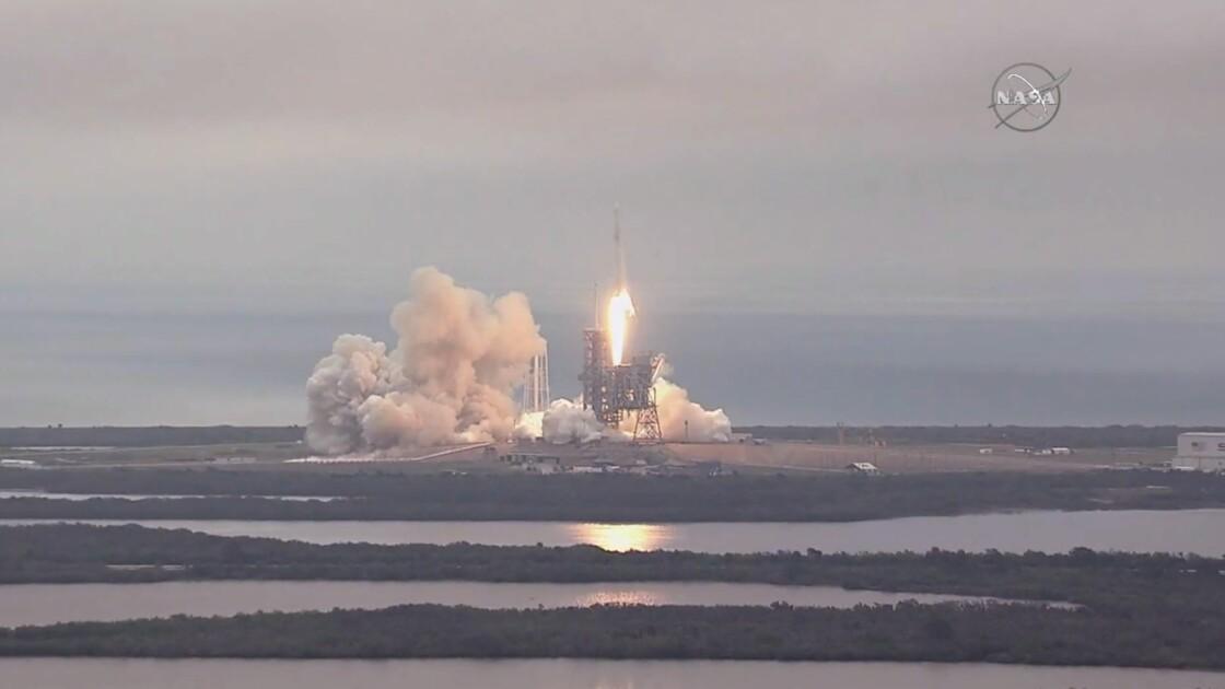 La capsule Dragon s'arrime à l'ISS pour livrer vivres et matériel