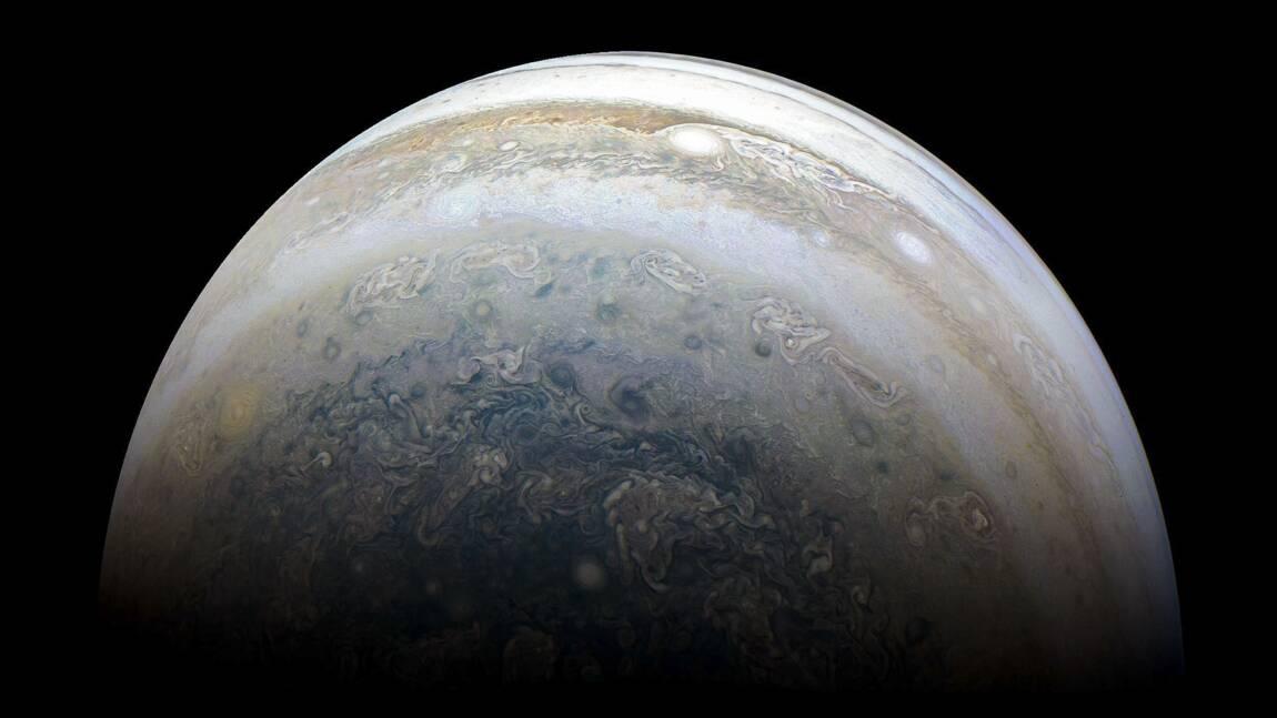 """Une """"boule étrange"""" parmi les 12 nouvelles lunes découvertes autour de Jupiter"""