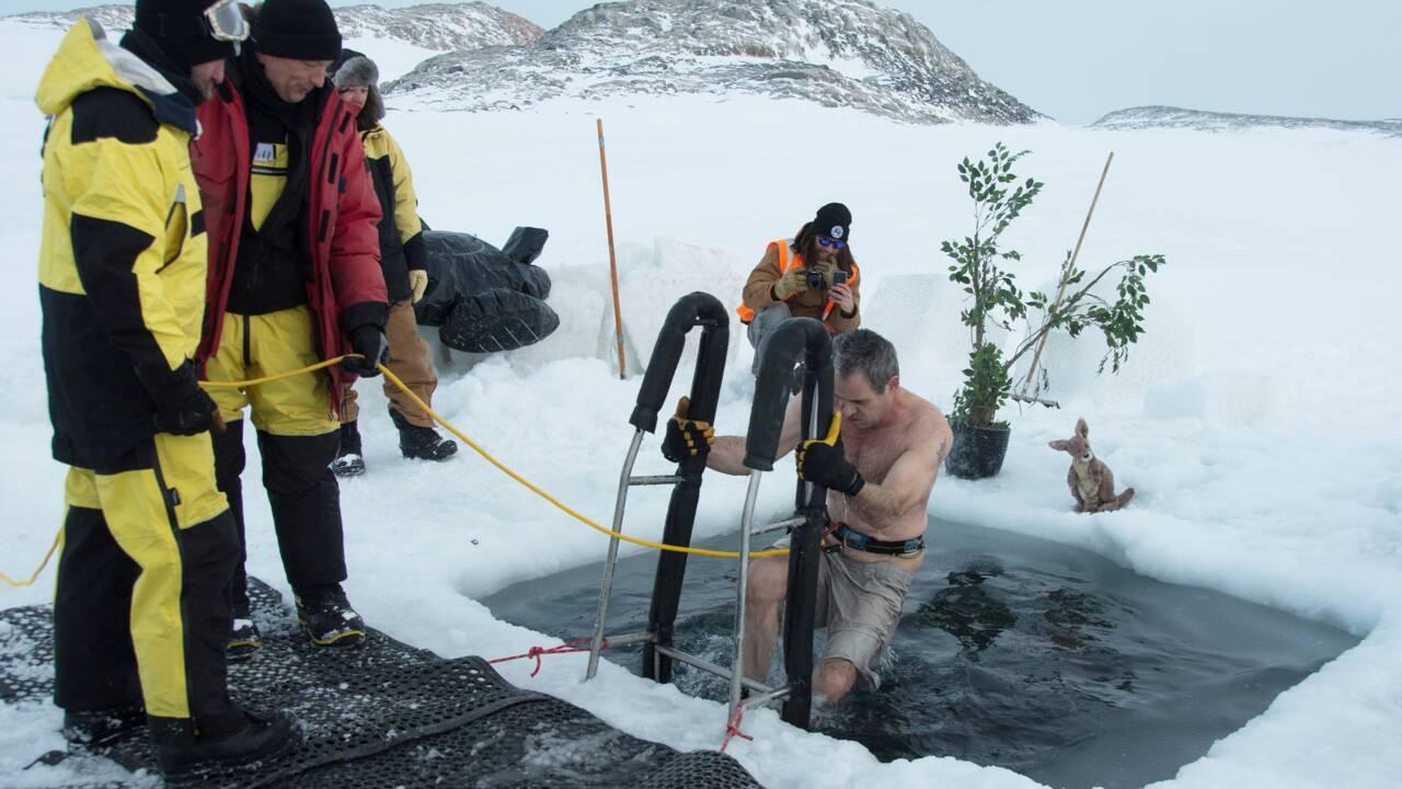 En Antarctique, un bain glacé pour fêter le solstice