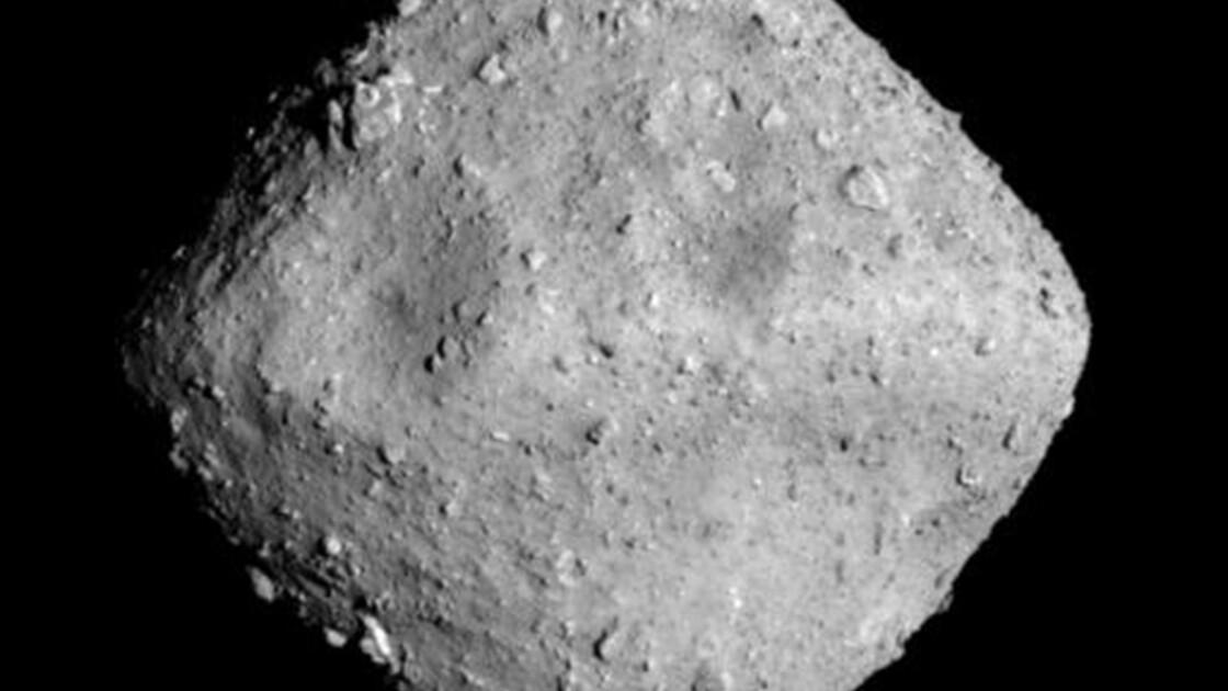Une sonde japonaise atteint son astéroïde-cible, pour étudier l'origine de la vie