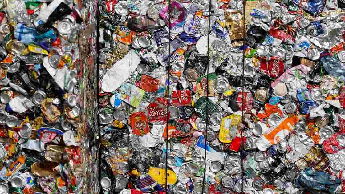 Procès en vue pour le poids lourd des déchets GDE, accusé d'escroquerie