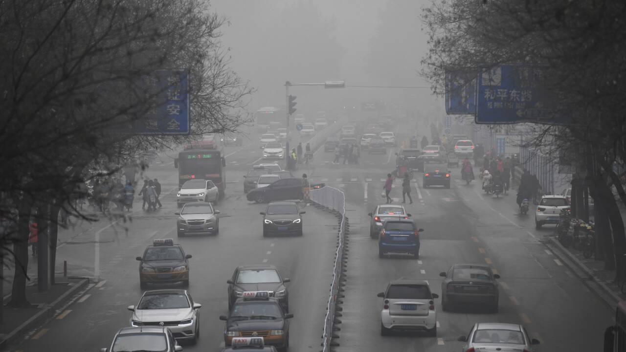 Chine: le pic de pollution vire à la polémique