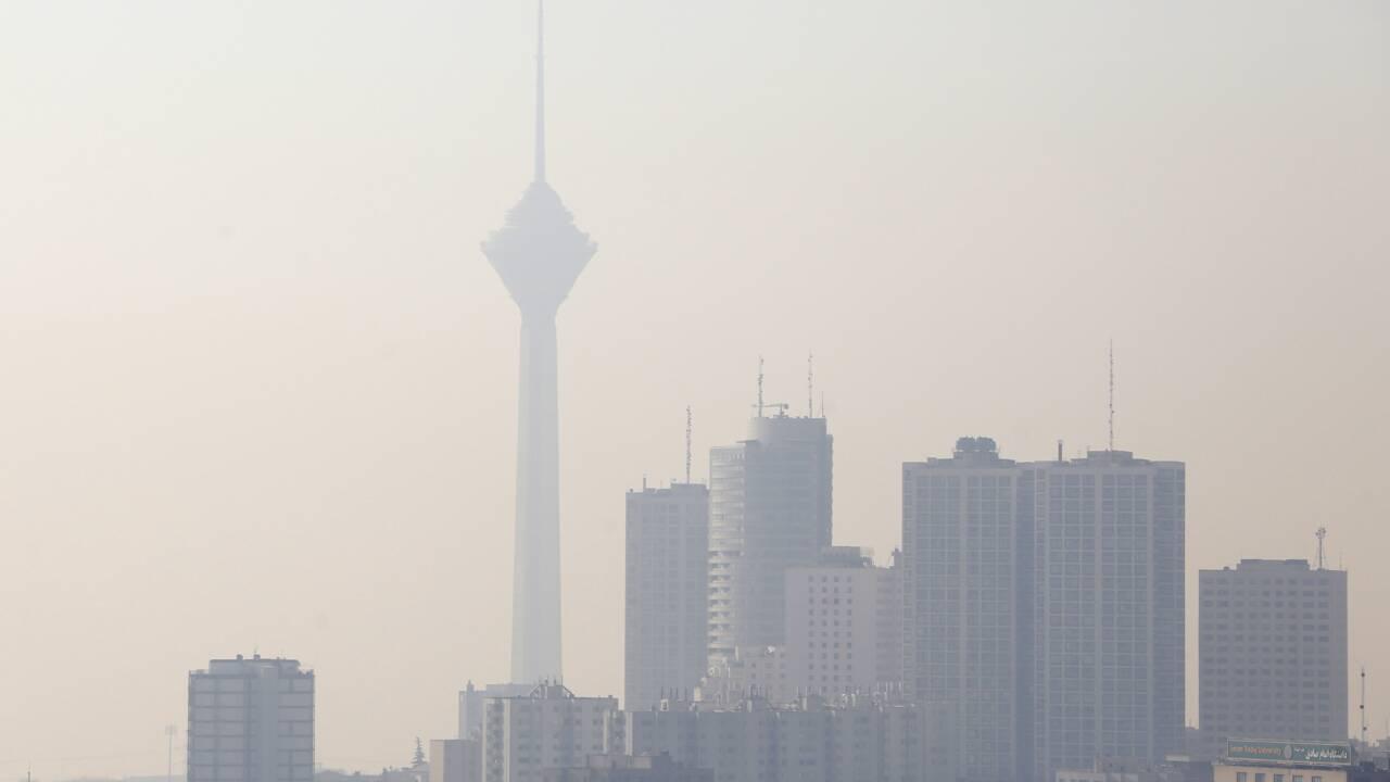 Pollution: Téhéran suffoque, la circulation automobile en cause