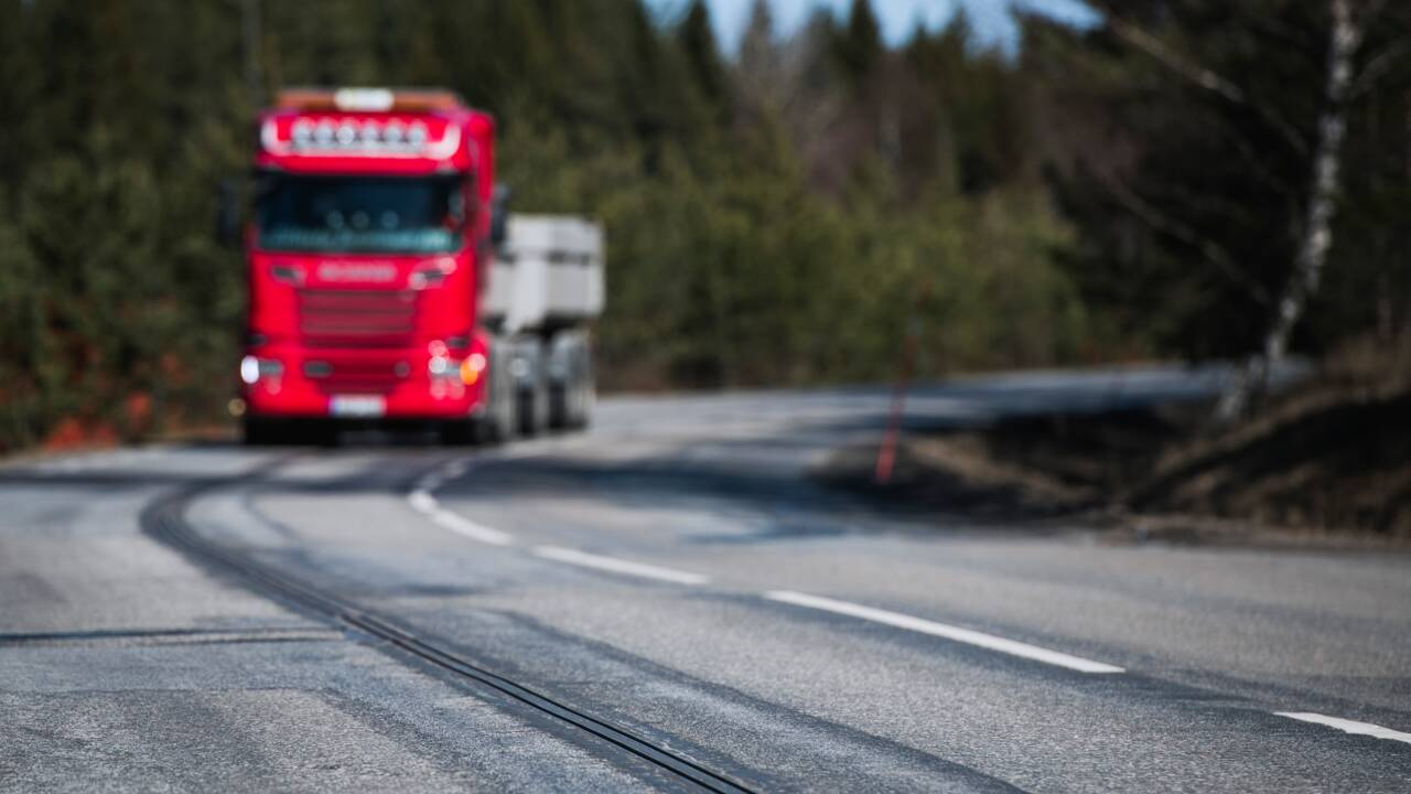 """La Suède inaugure une route électrifiée """"unique au monde"""""""