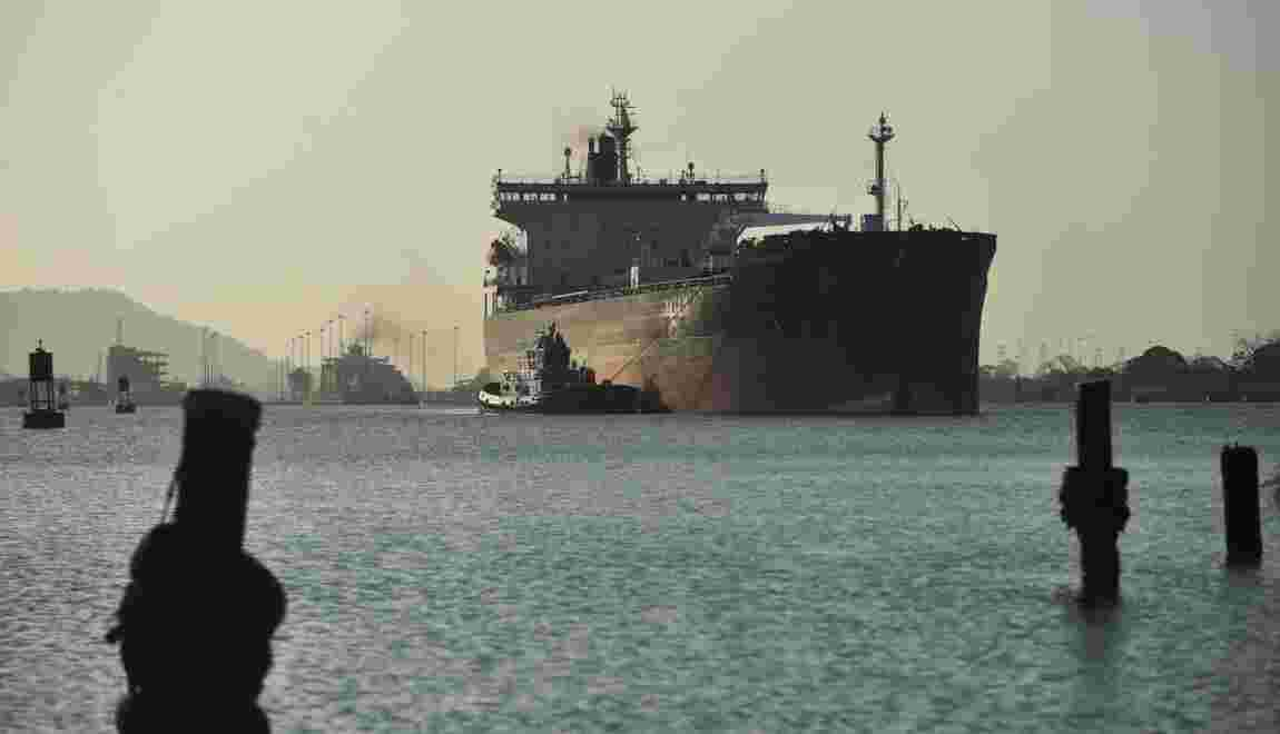 Climat: accord mondial pour réduire les émissions carbone du transport maritime