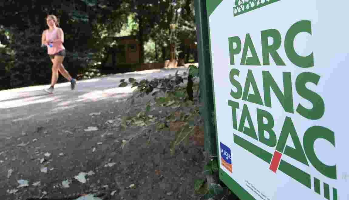 """A Paris, le dispositif """"parcs et jardins sans tabac"""" divise"""