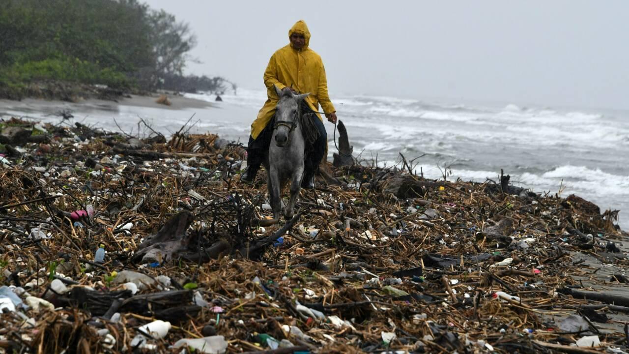 """Amérique centrale: les """"îles de déchets"""", une catastrophe environnementale"""