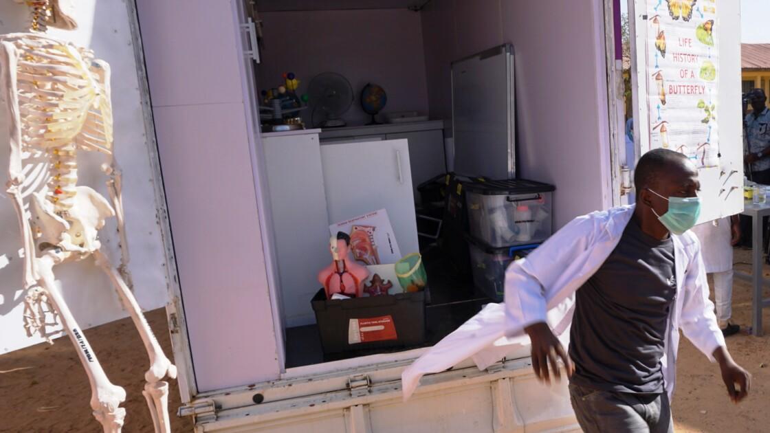 Nigeria: à la recherche du Einstein africain dans un laboratoire roulant
