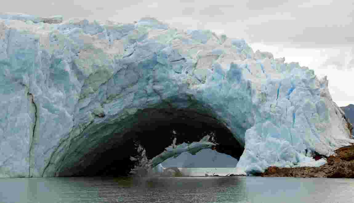 VIDÉO - Argentine : l'arche du glacier Perito Moreno se rompt sans touristes
