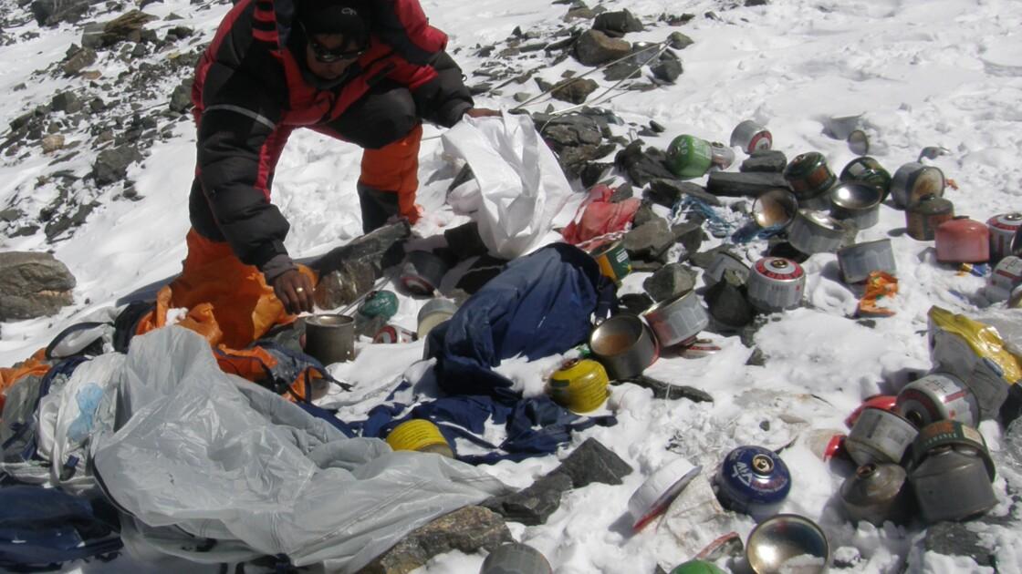 Plus de cinq tonnes de déchets collectés sur l'Everest par une ONG française