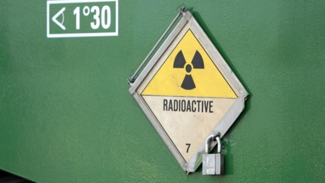 Départ d'un convoi de déchets radioactifs de France vers la Suisse