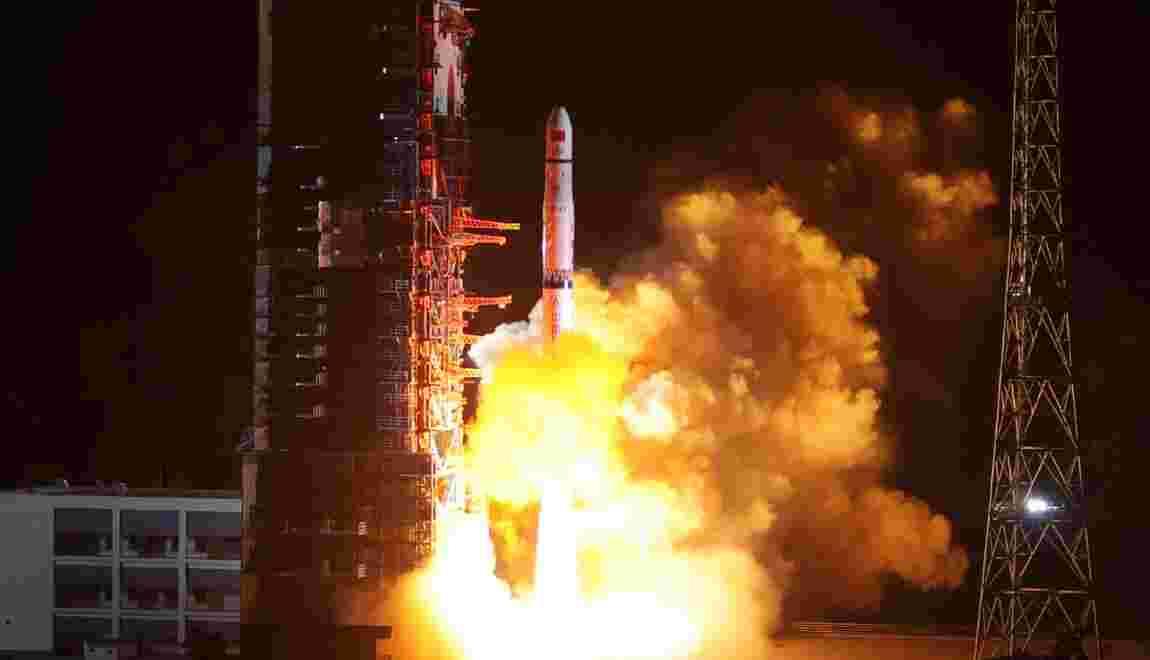 La Chine lance un satellite pour explorer la face cachée de la Lune