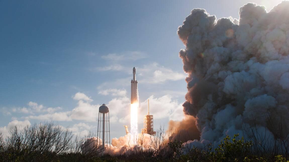 Espace: Elon Musk songe à des bases sur la Lune ou Mars pour sauver l'humanité