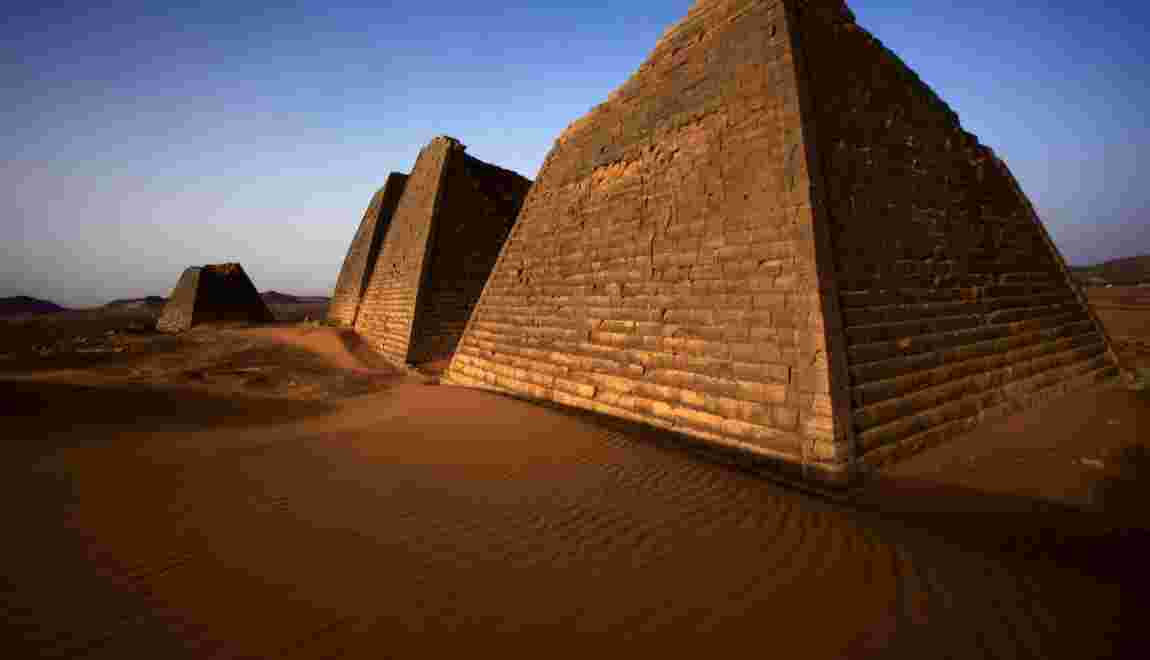 Au Soudan, des archéologues retirent des ossements d'une pyramide pour des tests