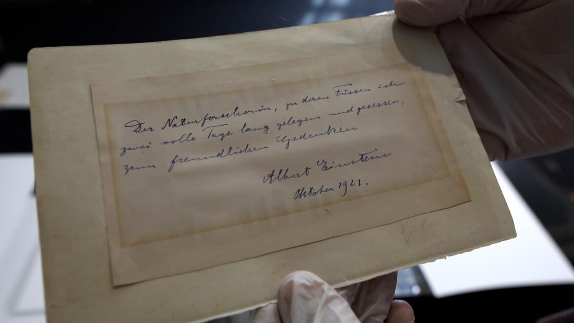 Une lettre d'Einstein vendue plus de 100.000 dollars à Jérusalem