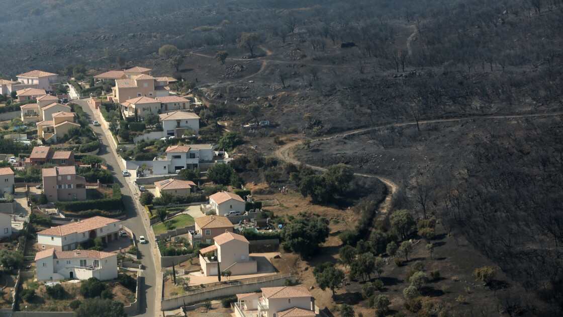 """Incendies: le feu de Biguglia, """"sous contrôle mais non éteint"""""""