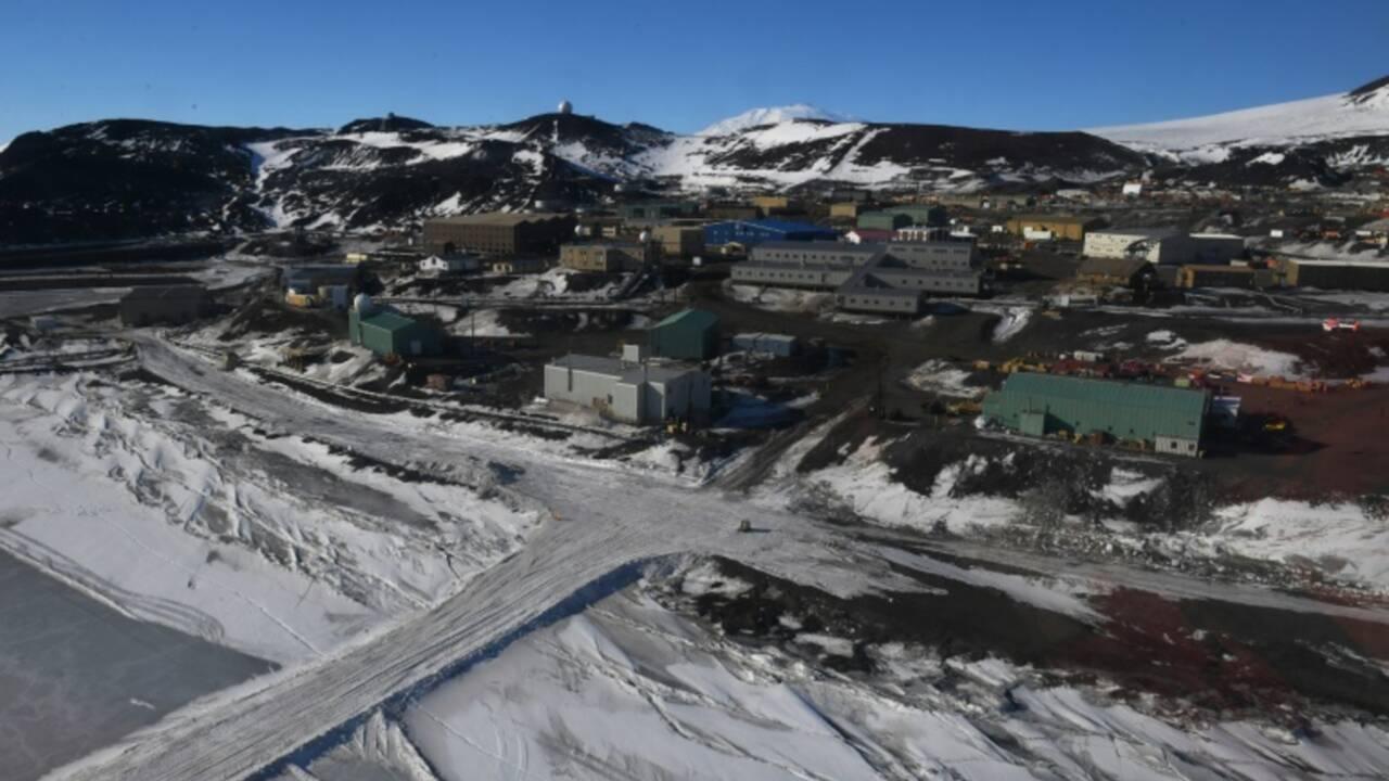 En Antarctique, Kerry appelle à intensifier la lutte contre le réchauffement