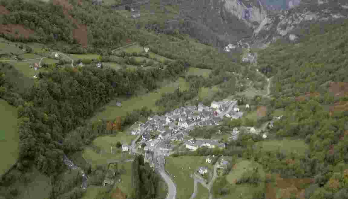 Pyrénées: après les ours, la vallée d'Aspe en rébellion contre les camions dangereux