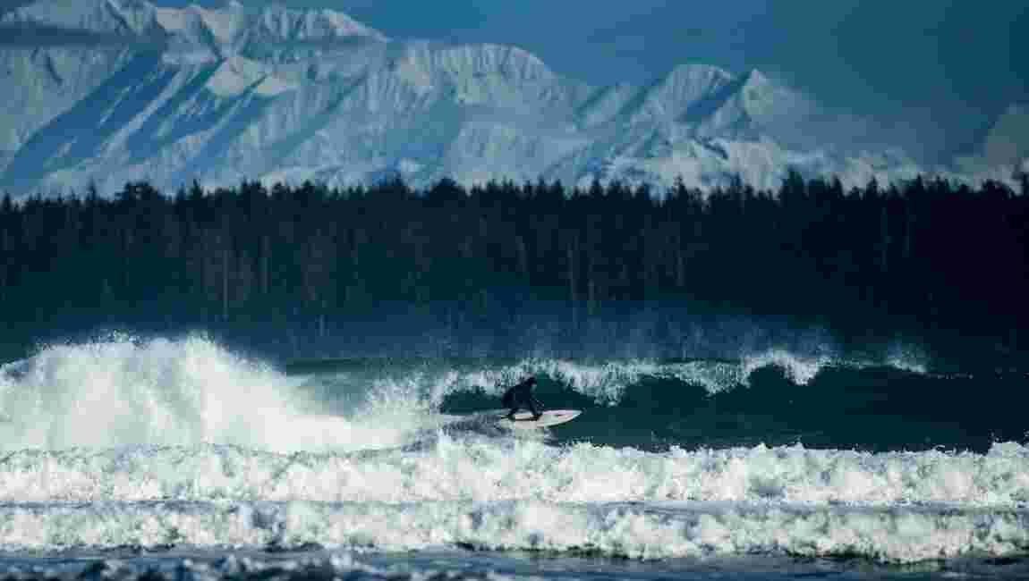 Surf en Alaska : vague de froid et d'aventure à Yakutat