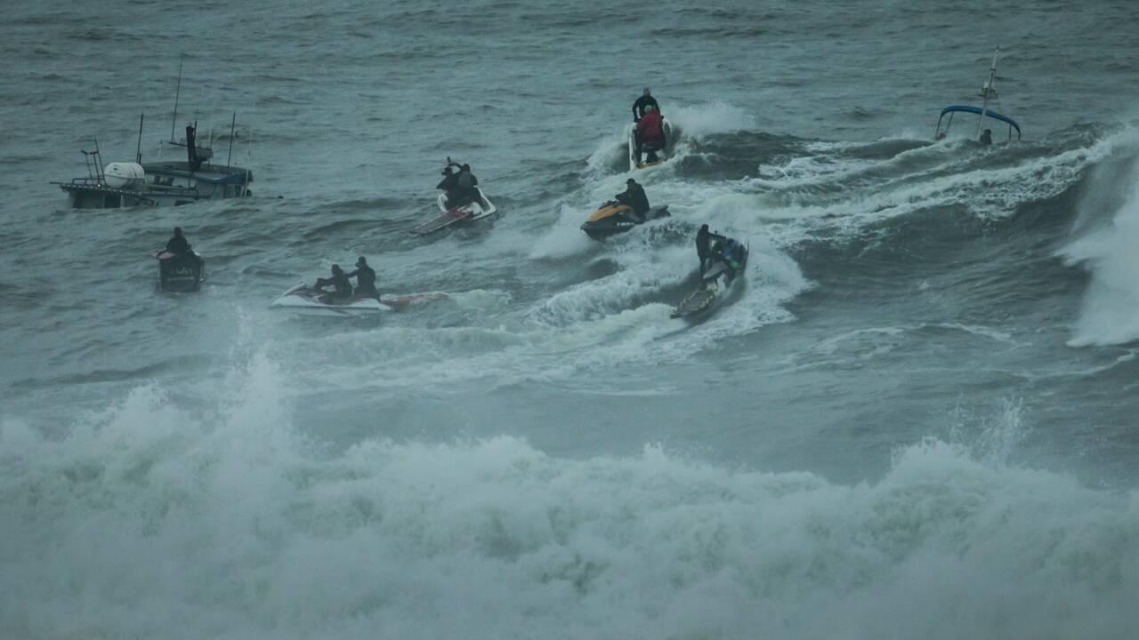 Mavericks : à l'assaut d'une des vagues les plus dangereuses du monde avec les champions de surf