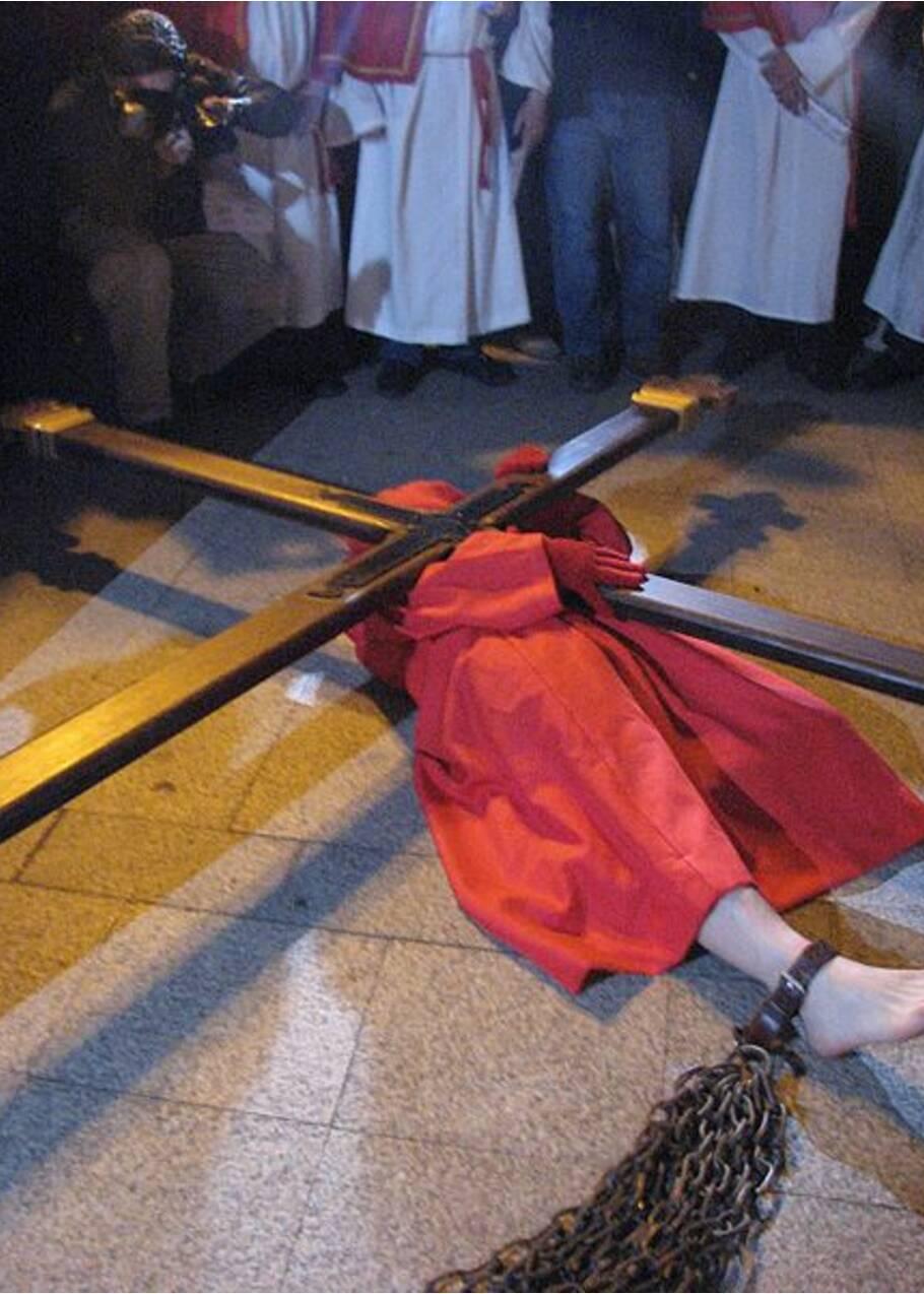 Mystères de Corse : à Sartène, le calvaire de l'homme enchaîné chaque vendredi saint