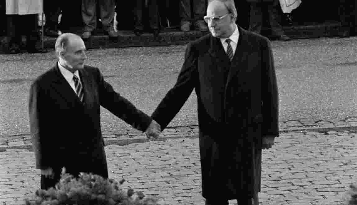 Retour sur la poignée de main historique entre Kohl et Mitterrand