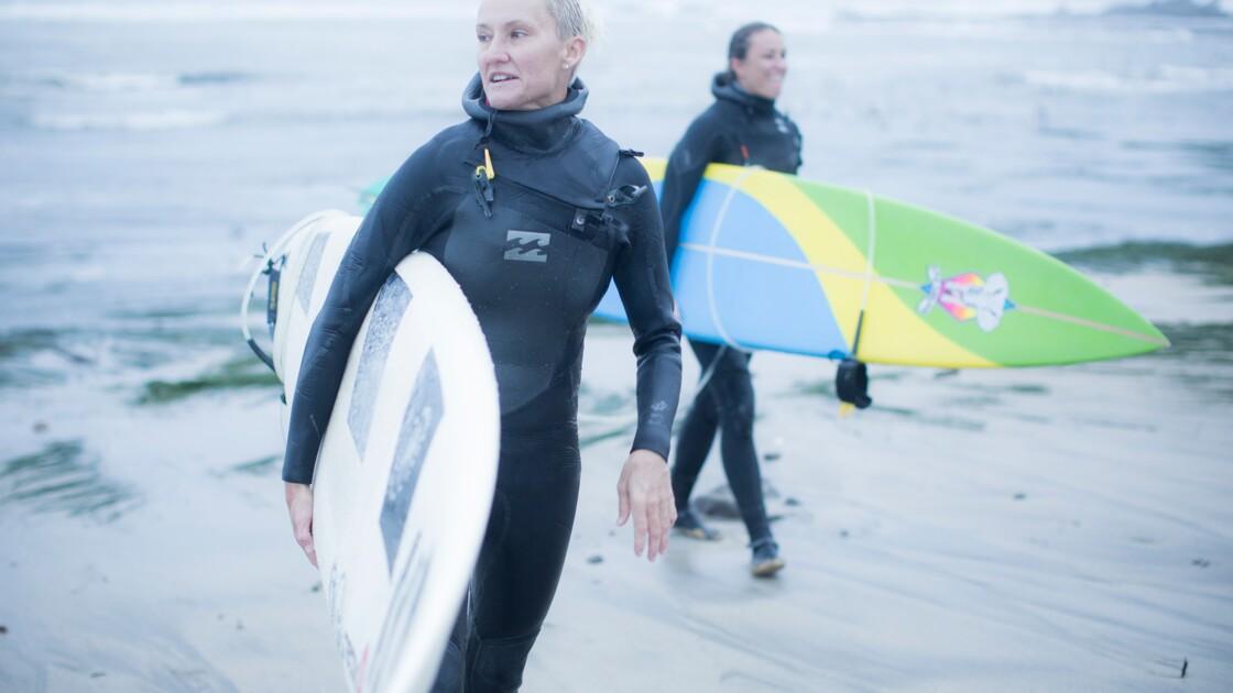 Surf : quand les femmes s'attaquent à l'une des vagues les plus dangereuses du monde