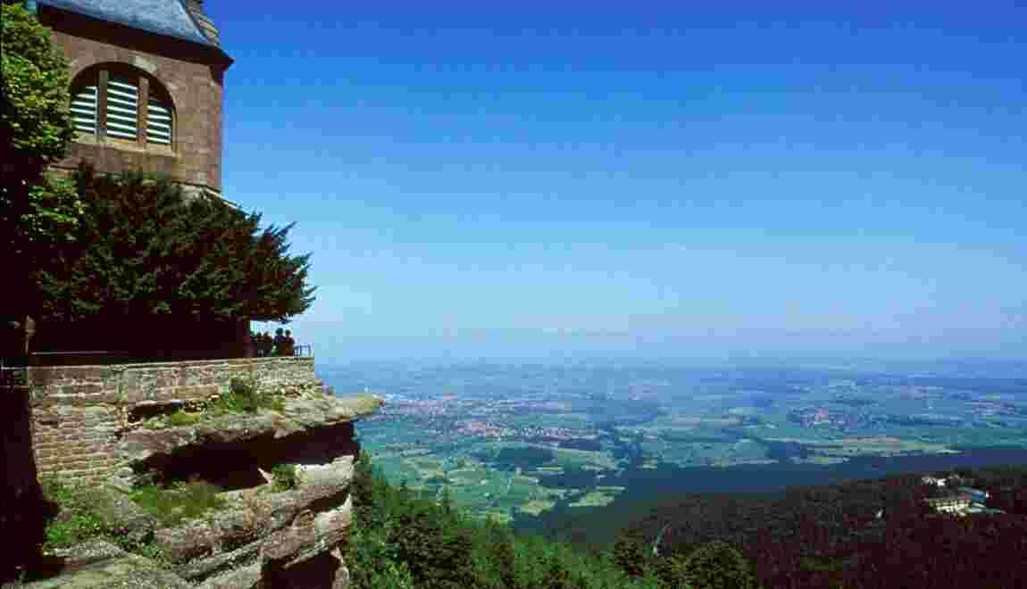 Alsace : sur le mont Saint-Odile, un mur énigmatique