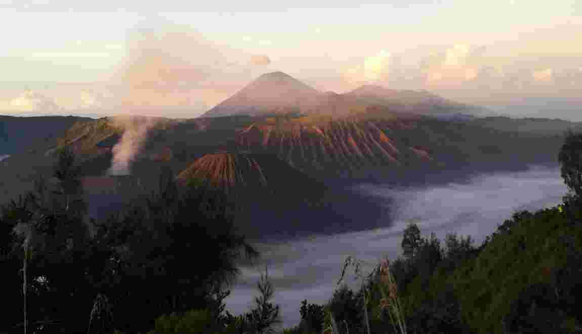 VIDÉO - L'ascension du volcan Bromo en Indonésie