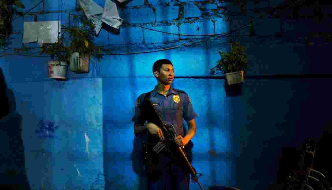 VIDÉO - Philippines : entre la croix et le plomb