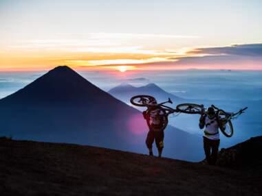 Ils ont dévalé les volcans du Guatemala à VTT