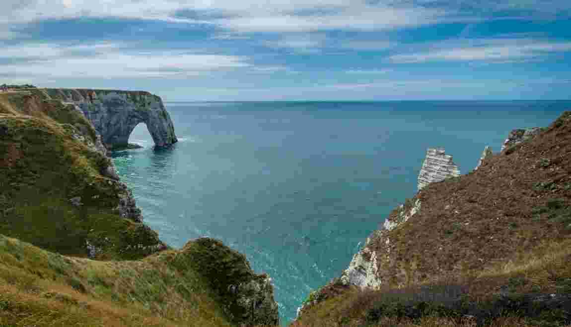 PHOTOS - Les 10 endroits à voir à Étretat, la Normande en bord de Manche