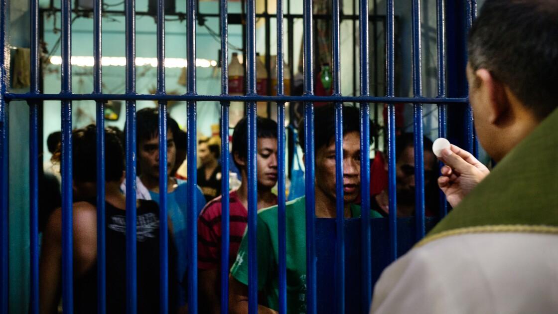 PHOTOS - Les Philippines entre la croix et le plomb