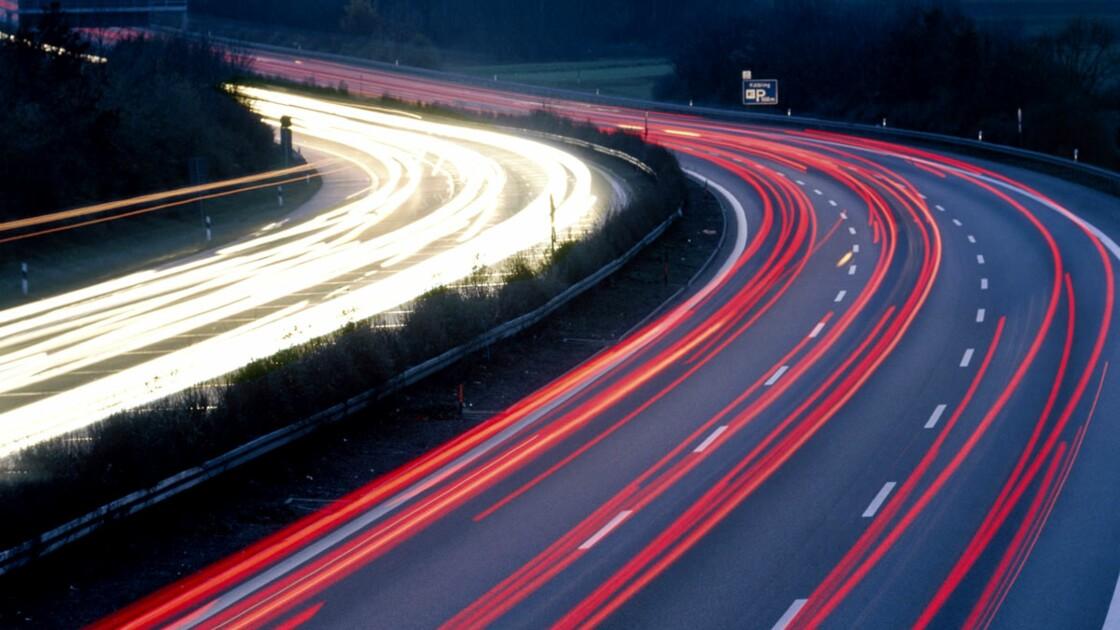 Autoroutes : faut-il baisser la vitesse ?