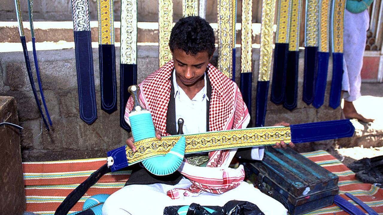 Au cœur du souk Al Thal, le plus grand marché d'armes du Yémen