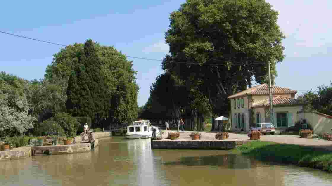Croisière en bateau solaire sur le canal du Midi